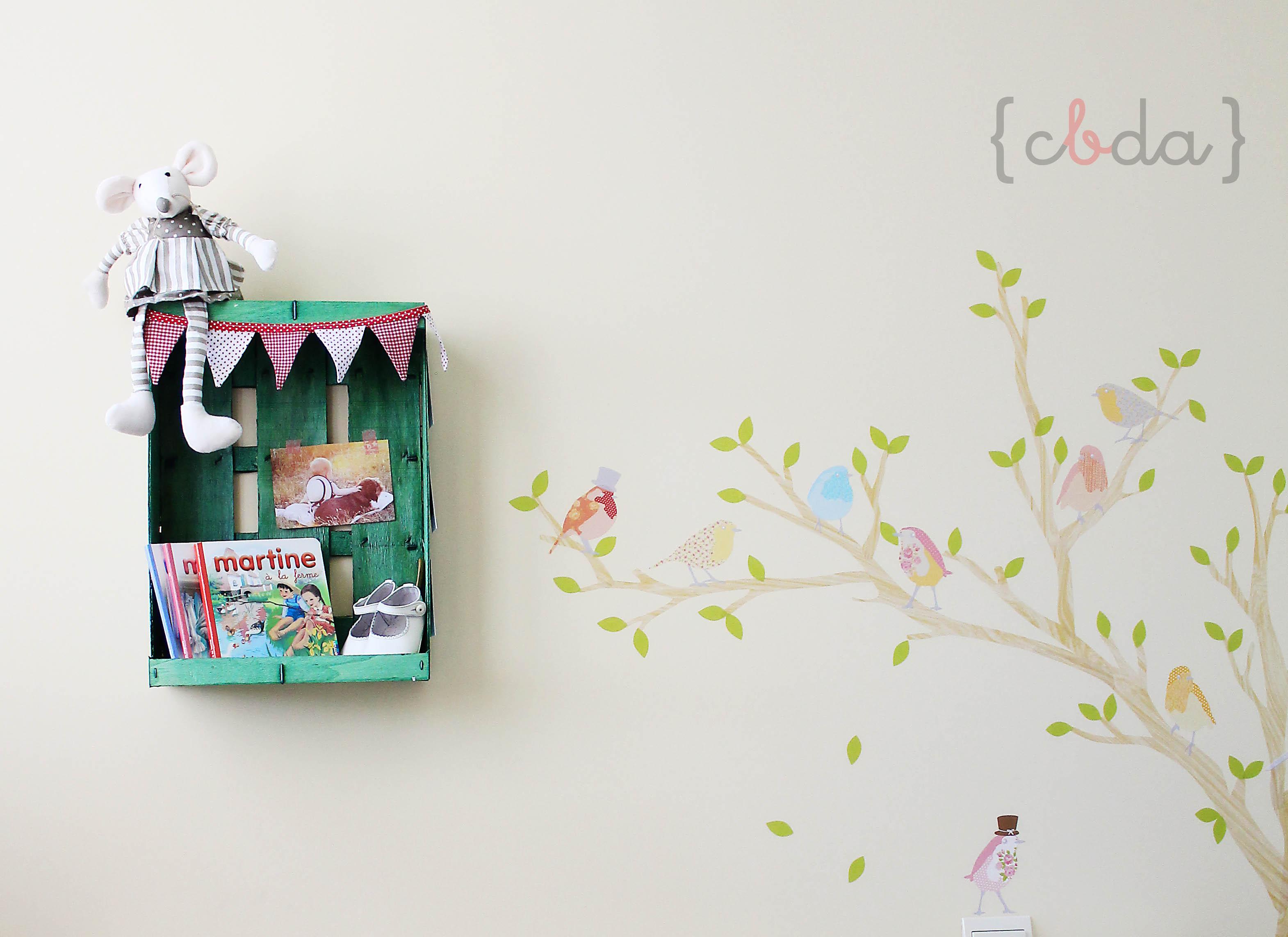 De caja de frutas a estanter a diy con botas de agua - Estanterias con cajas de fruta ...