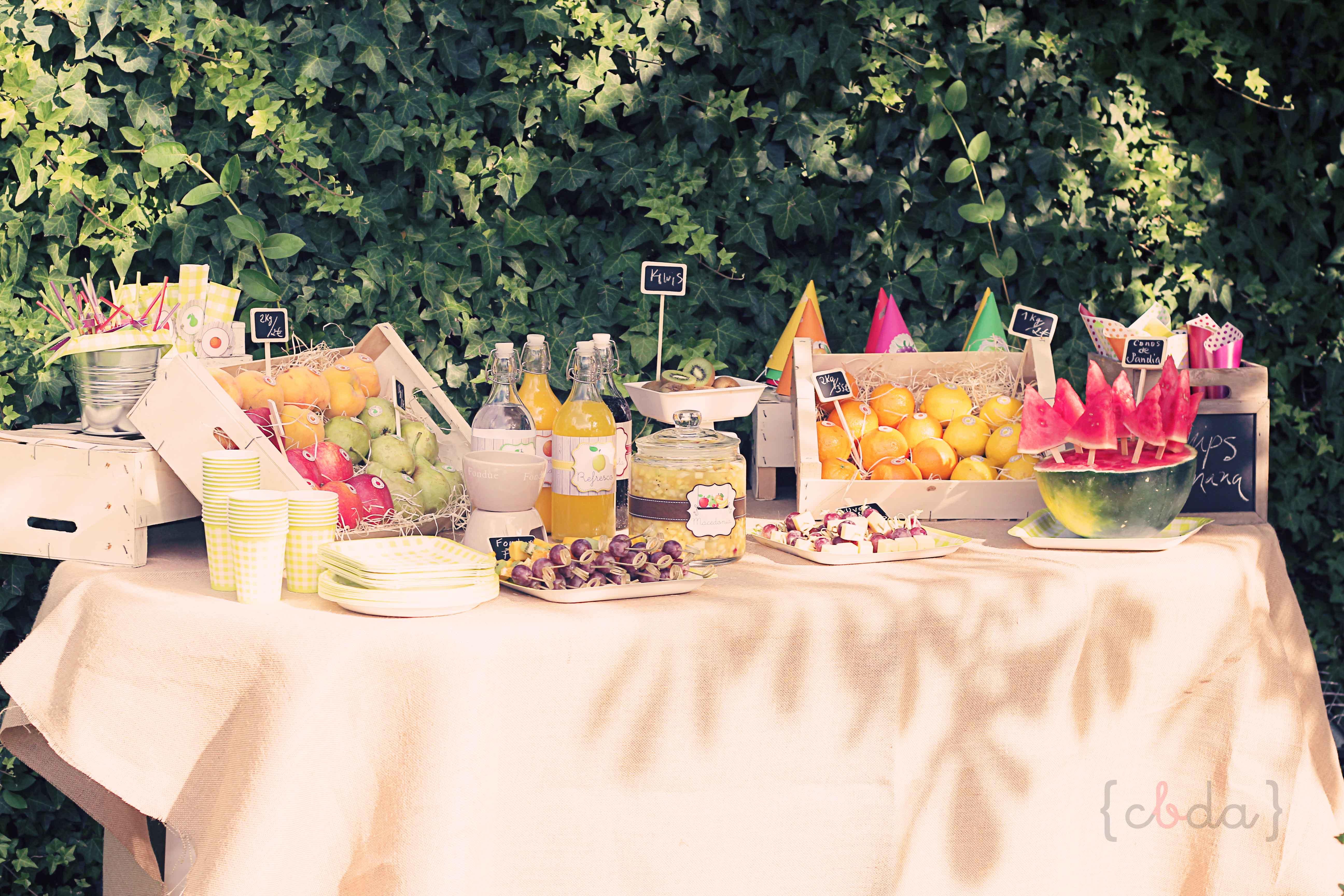 Fiesta de la fruta parte 1 con botas de agua for Mesa con cajas de fruta